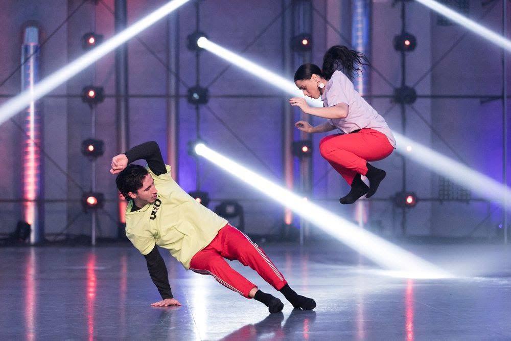 Ugo y Oriana, en la gala de fama a bailar con los calcetines oficiales de fama a bailar
